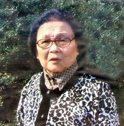 """Gao YAOJIE , diventata celebre come """"nonna Gao"""", Medico di Medicina Tradizionale cinese, specializzata in Ginecologia, pensionata di 76 anni, condusse una strenua lotta all'AIDS (azione educativa – informativa) nello Henan fin dalla prima metà degli anni '90 Da anni in esilio a New York, ora in esilio a New York"""