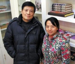 I coniugi Chen GUIDI & Wu CHUNTAO : scrittori e giornalisti. Wu nata nella Provincia dell' Henan e Chen nato nella Provincia dell'Anhui, entrambi provengono da famiglie di contadini, trascorsero gli anni della formazione in campagna prima di trasferirsi in città, rispettivamente all'età di 9 ed 11 anni. Wu e Chen sono entrambi membri ed autori rispettati della Hefei Literature Association. Chen è anche membro della Association of Chinese Writers, ha ricevuto il Lu Xun Literature Achievement Award— uno dei più important premi letterari in Cina.