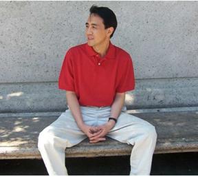 Jing JUN è professore di sociologia e direttore del Centro di Ricerca per le Politiche Sociali presso l'Università Tsinghua di Pechino . E' anche consulente politico per il Centro Nazionale Cinese per la Prevenzione e il Controllo dell'HIV/AIDS e del Progetto Cina-UK per la Prevenzione e la cura dell'HIV/AIDS.