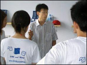 """Li DAN, attivista anti AIDS con Wan Yanhai . Nel 2002 produce un DVD in un """"villaggio dell'AIDS"""" facendo raccontare ai contadini infettati le loro storie, e lo invia alle Ambasciate straniere ed ai mass media nazionali e internazionali. Sostiene inoltre la campagna mondiale per l'accesso ai farmaci per i malati 'ACCESS FOR ALL'"""