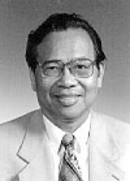 """Zeng YI. Rinomato Medico Virologo, membro dell'Accademia delle Scienze, descrisse il primo caso """"domestico"""" di AIDS in Cina nel 1987 e denunciò nel 1995, i metodi irrazionali di raccolta del sangue ed il conseguente pericolo di una epidemia disastrosa nell'Henan ed in altre Province . Nel 2000 affermò che l'AIDS in Cina sarebbe divenuto un """"disastro nazionale""""."""